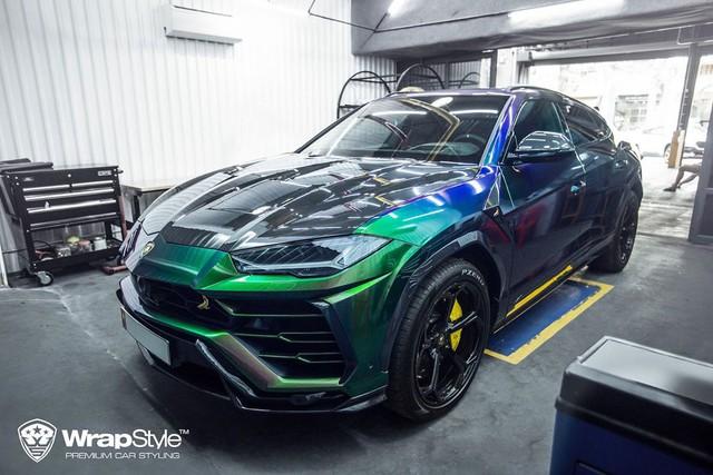 Lamborghini Urus đổi màu cực độc tại Sài Gòn, riêng bodykit có giá đắt ngang Toyota Camry - Ảnh 1.