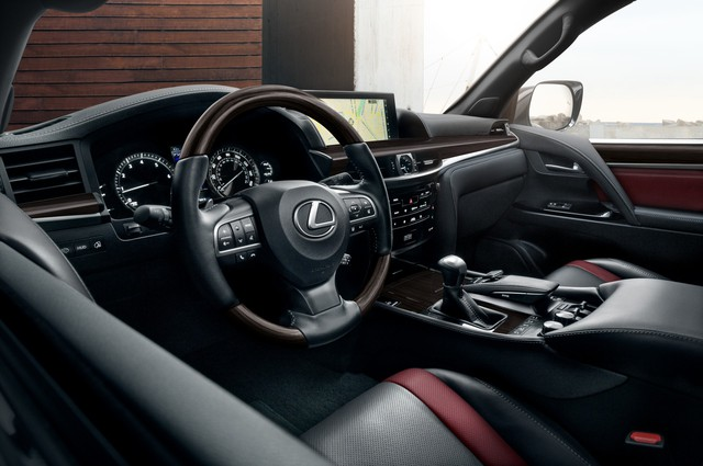 Chuyên cơ mặt đất Lexus LX 570 bất ngờ nâng cấp, thêm bản hàng hiếm cho đại gia thích nổi bật - Ảnh 4.