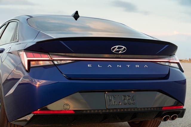 Ra mắt Hyundai Elantra N Line: Động cơ 1.6L tăng áp, có bản số sàn - Ảnh 8.