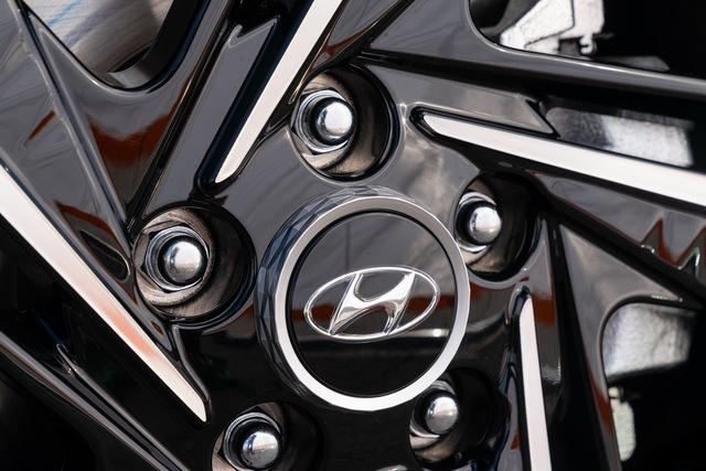 Ra mắt Hyundai Elantra N Line: Động cơ 1.6L tăng áp, có bản số sàn - Ảnh 7.