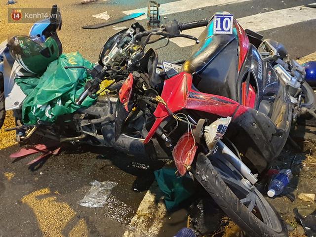 Nhân chứng kể lại giây phút kinh hoàng xe Camry tông hàng loạt xe máy ở Sài Gòn: Người bị thương nằm la liệt, chảy máu nhiều lắm - Ảnh 2.