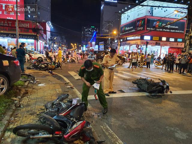 Nhân chứng kể lại giây phút kinh hoàng xe Camry tông hàng loạt xe máy ở Sài Gòn: Người bị thương nằm la liệt, chảy máu nhiều lắm - Ảnh 4.