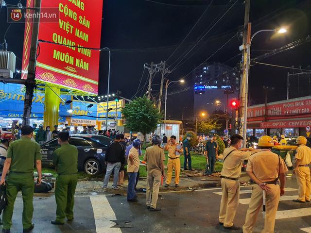 Nhân chứng kể lại giây phút kinh hoàng xe Camry tông hàng loạt xe máy ở Sài Gòn: Người bị thương nằm la liệt, chảy máu nhiều lắm - Ảnh 9.