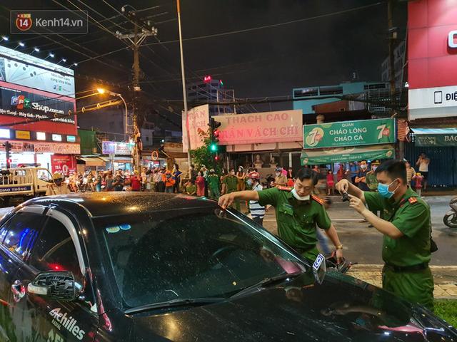 Nhân chứng kể lại giây phút kinh hoàng xe Camry tông hàng loạt xe máy ở Sài Gòn: Người bị thương nằm la liệt, chảy máu nhiều lắm - Ảnh 10.