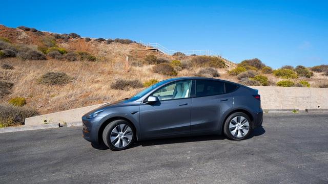 Mẫu xe này đang chào đại gia Việt với giá từ 3 tỷ đồng, ngang BMW X4 nhưng sẽ thêm cả ngàn USD nếu thêm option - Ảnh 2.
