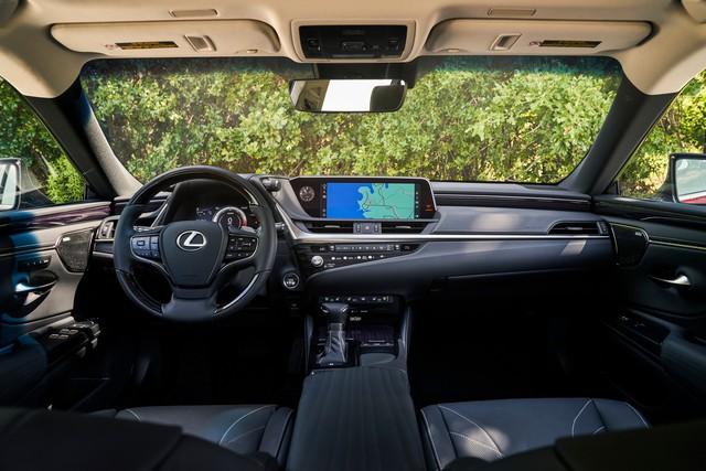 Lexus ES 2021 ra mắt - Đối đầu Mercedes E-Class và BMW 5-Series - Ảnh 4.