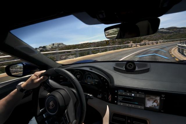 Ra mắt chưa lâu, Porsche Taycan đã được ưu ái nâng cấp phiên bản mới - Ảnh 2.