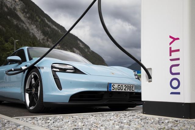 Ra mắt chưa lâu, Porsche Taycan đã được ưu ái nâng cấp phiên bản mới - Ảnh 4.