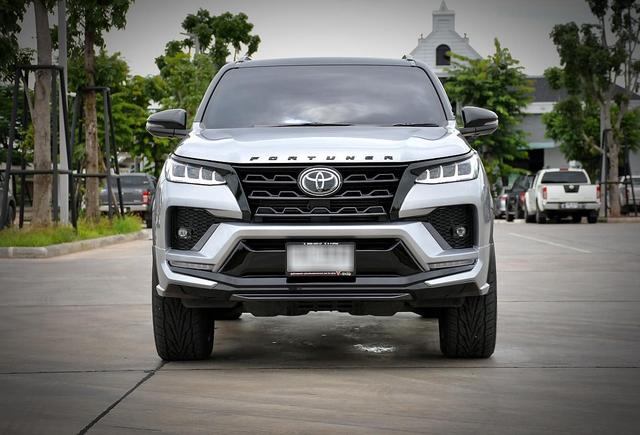 Đại lý ồ ạt nhận đặt cọc Toyota Fortuner 2020: Xe về giữa tháng 9, giá tăng nhẹ, bản máy dầu lắp ráp trong nước - Ảnh 1.