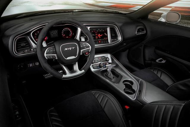 Dodge Challenger SRT Hellcat Widebody chào hàng người chơi tại Việt Nam với giá hơn 8 tỷ đồng: Mạnh hơn 700 mã lực, lốp lớn gây chú ý - Ảnh 4.