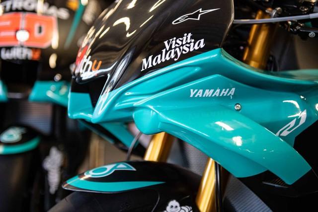Bản sao MotoGP Petronas Yamaha SRT YZF-R1 2020 - Ảnh 3.