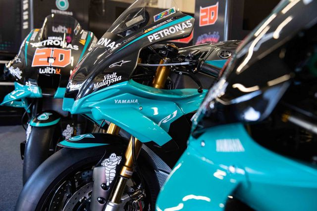 Bản sao MotoGP Petronas Yamaha SRT YZF-R1 2020 - Ảnh 6.