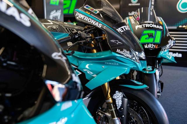Bản sao MotoGP Petronas Yamaha SRT YZF-R1 2020 - Ảnh 7.
