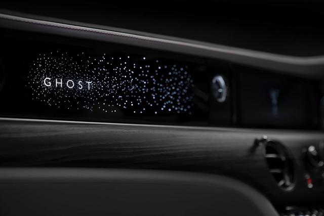 Rolls-Royce Ghost thế hệ mới lộ chi tiết bầu trời sao mini lạ với 90.000 ngôi sao lấp lánh - Ảnh 1.
