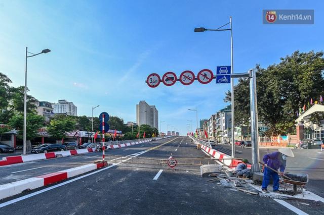 Chùm ảnh: Nhìn từ trên cao cây cầu vượt dầm thép nối liền 3 quận nội thành Hà Nội trước ngày thông xe - Ảnh 12.
