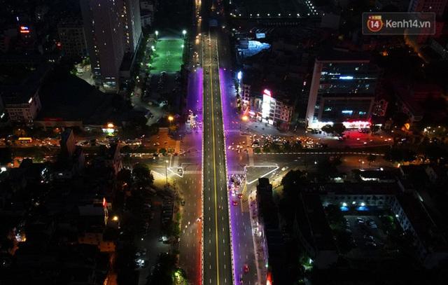 Chùm ảnh: Nhìn từ trên cao cây cầu vượt dầm thép nối liền 3 quận nội thành Hà Nội trước ngày thông xe - Ảnh 14.