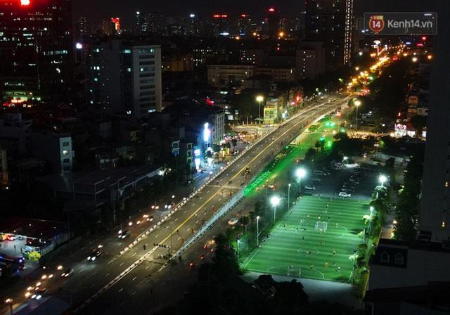 Chùm ảnh: Nhìn từ trên cao cây cầu vượt dầm thép nối liền 3 quận nội thành Hà Nội trước ngày thông xe - Ảnh 15.