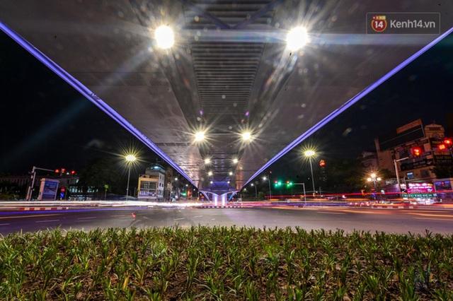 Chùm ảnh: Nhìn từ trên cao cây cầu vượt dầm thép nối liền 3 quận nội thành Hà Nội trước ngày thông xe - Ảnh 19.