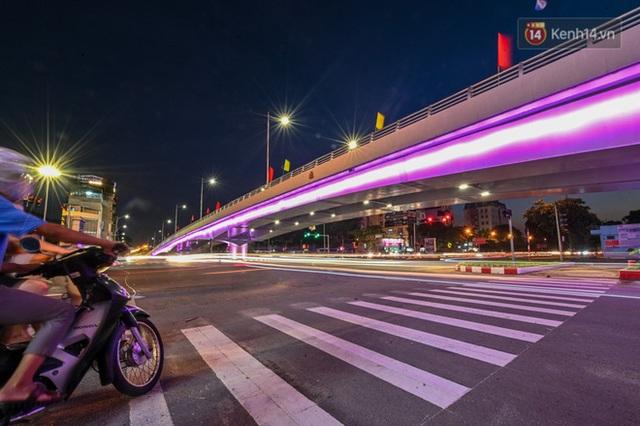 Chùm ảnh: Nhìn từ trên cao cây cầu vượt dầm thép nối liền 3 quận nội thành Hà Nội trước ngày thông xe - Ảnh 20.