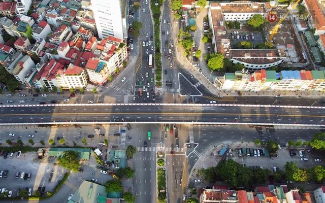 Chùm ảnh: Nhìn từ trên cao cây cầu vượt dầm thép nối liền 3 quận nội thành Hà Nội trước ngày thông xe - Ảnh 3.