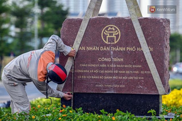 Chùm ảnh: Nhìn từ trên cao cây cầu vượt dầm thép nối liền 3 quận nội thành Hà Nội trước ngày thông xe - Ảnh 9.