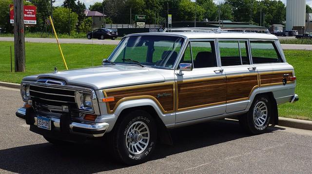Jeep nhá hàng SUV mới đấu Ford Bronco nhưng lại bị 'ném gạch' không ngớt - Ảnh 2.