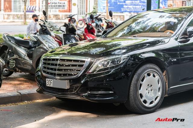 Mercedes-Maybach S600 Pullman của Chủ tịch tập đoàn FLC bất ngờ xuất hiện trên phố, chiều dài của xe gây ấn tượng - Ảnh 2.