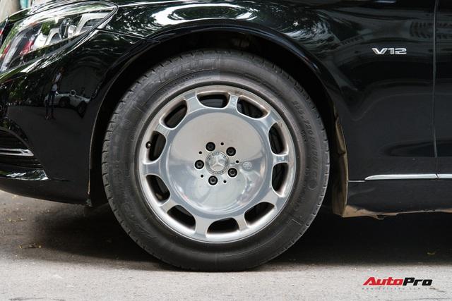 Mercedes-Maybach S600 Pullman của Chủ tịch tập đoàn FLC bất ngờ xuất hiện trên phố, chiều dài của xe gây ấn tượng - Ảnh 4.