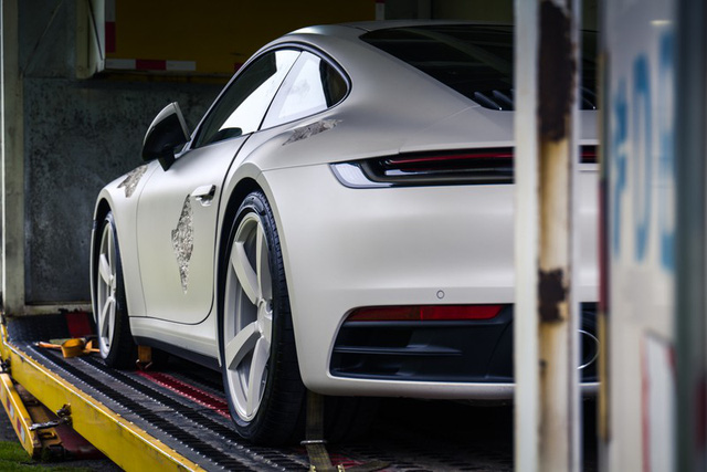 Cận cảnh Porsche 911 Carrera 4S độc nhất thế giới - Ảnh 10.