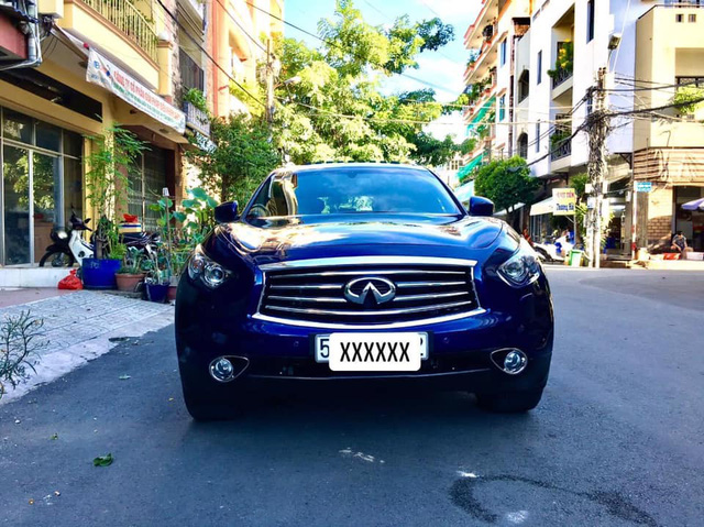 Mới chạy 30.000km, xe sang Nhật Infiniti QX70 được bán lại với giá rẻ ngang Mercedes GLC 200 - Ảnh 2.