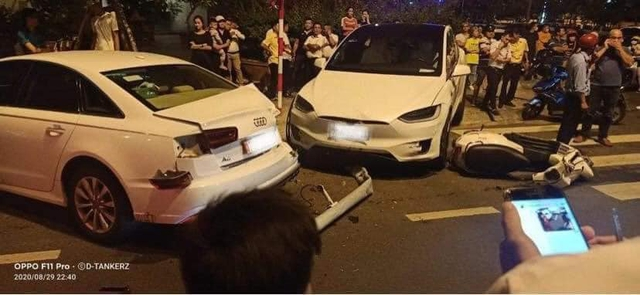 Hàng hiếm Tesla Model X gặp nạn tại Nha Trang, có một chi tiết được cư dân mạng hết lời khen ngợi - Ảnh 1.