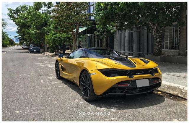 Siêu xe McLaren 720S Spider màu vàng đồng lăn bánh trên đường phố Đà Nẵng - Ảnh 2.