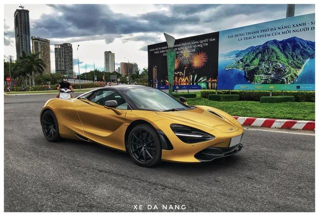 Siêu xe McLaren 720S Spider màu vàng đồng lăn bánh trên đường phố Đà Nẵng - Ảnh 4.