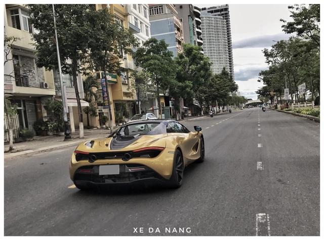 Siêu xe McLaren 720S Spider màu vàng đồng lăn bánh trên đường phố Đà Nẵng - Ảnh 7.
