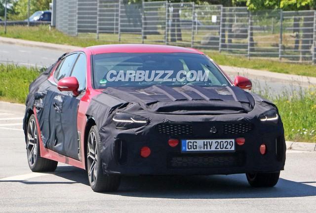 Kia Stinger 2021 lộ diện, hứa hẹn mang động cơ khủng đấu Mercedes-Benz C-Class và BMW 3-Series - Ảnh 2.