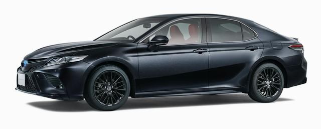 Toyota Camry Black Edition - Quà sinh nhật 40 tuổi đen toàn tập  - Ảnh 1.