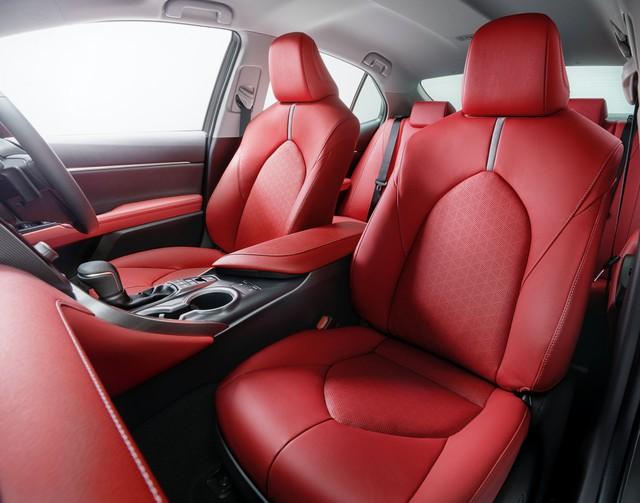 Toyota Camry Black Edition - Quà sinh nhật 40 tuổi đen toàn tập  - Ảnh 5.