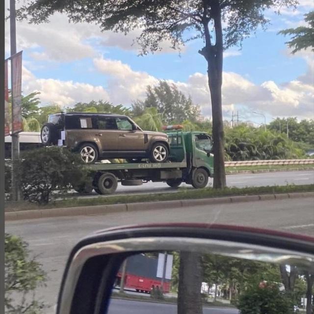 Land Rover Defender 2020 cập bến Việt Nam: SUV giá từ 3,7 tỷ cạnh tranh vua địa hình Mercedes-Benz G-Class - Ảnh 1.