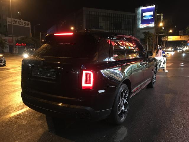 Bắt gặp Rolls-Royce Cullinan Black Badge đầu tiên về Việt Nam, giá bán là điều gây tò mò - Ảnh 5.