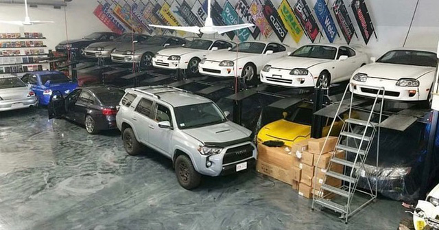 Khám phá nhà kho chất đống Toyota Supra, BMW M3 của trùm buôn ma túy - Ảnh 1.