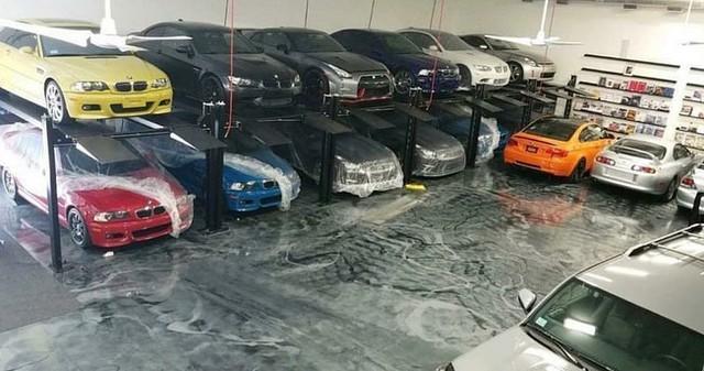 Khám phá nhà kho chất đống Toyota Supra, BMW M3 của trùm buôn ma túy - Ảnh 2.