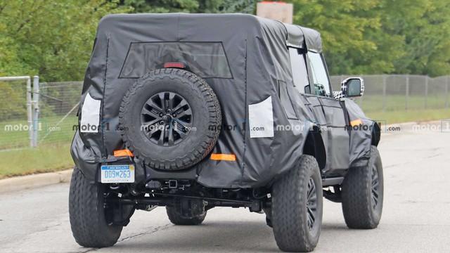 Ford Bronco Raptor lần đầu lộ diện: Chuẩn dân chơi gầm cao - Ảnh 3.