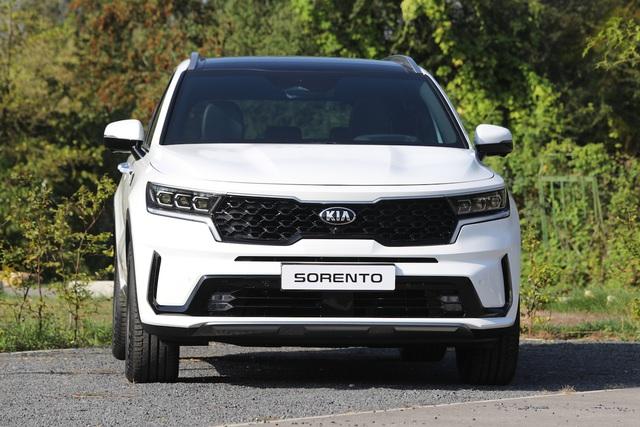 Kia Sorento thế hệ mới chốt lịch ra mắt Việt Nam: 'Lột xác' toàn diện thách thức Hyundai Santa Fe - Ảnh 1.