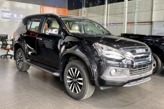 Isuzu mu-X hạ giá sốc còn 650 triệu đồng: Đấu Toyota Fortuner bằng giá Kia Seltos - Ảnh 1.