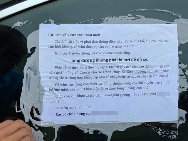 Cư dân một khu chung cư ở Hà Nội đổ keo dán lên xe đỗ dưới lòng đường kèm thông điệp cực choáng gửi đến người hàng xóm thân thương, dân mạng nghe xong mà tức - Ảnh 2.