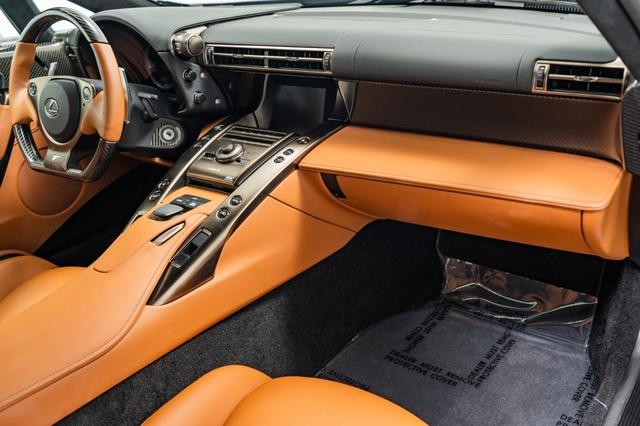 Cận cảnh chiếc Lexus LFA màu nâu độc nhất vô nhị - Ảnh 10.