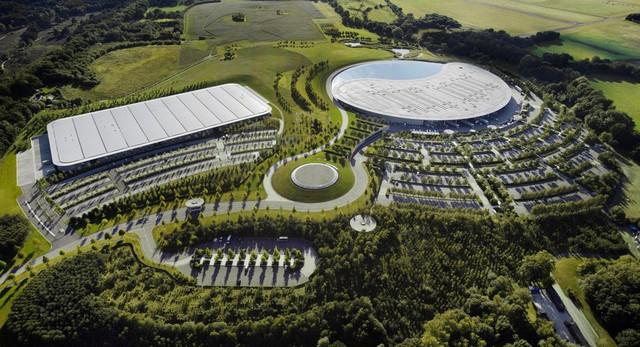 McLaren bán đại bản doanh với giá 237 triệu USD nhưng thuê để ở lại thêm 20 năm nữa làm SUV càng nhanh càng tốt - Ảnh 1.