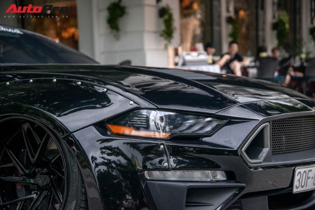 Ngắm Ford Mustang GT 5.0 độ widebody cực độc trên đường phố Hà Nội, cách đỗ xe khiến nhiều người ngạc nhiên - Ảnh 4.