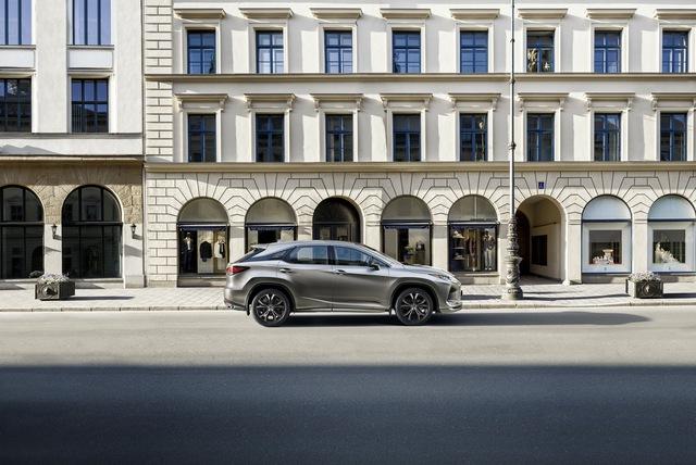 Lexus RX thêm phiên bản mới: Đẹp hơn để cạnh tranh Mercedes GLE - Ảnh 3.