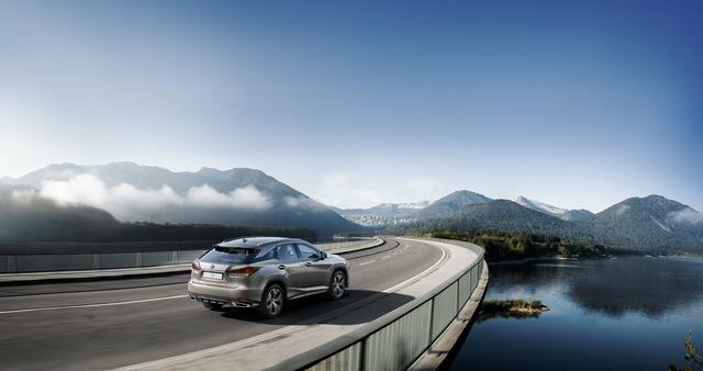 Lexus RX thêm phiên bản mới: Đẹp hơn để cạnh tranh Mercedes GLE - Ảnh 4.